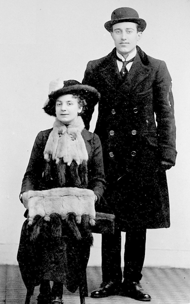Mary Stevens en Dominicus van der Harst in circa 1914.